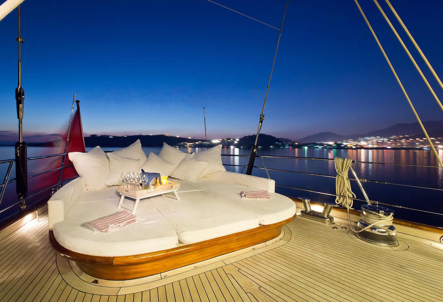 regina skyfall yacht