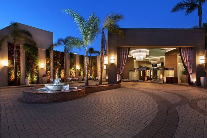 Enjoy a luxury shopping getaway to orange county 39 s city of for Civic centre motor inn san fran