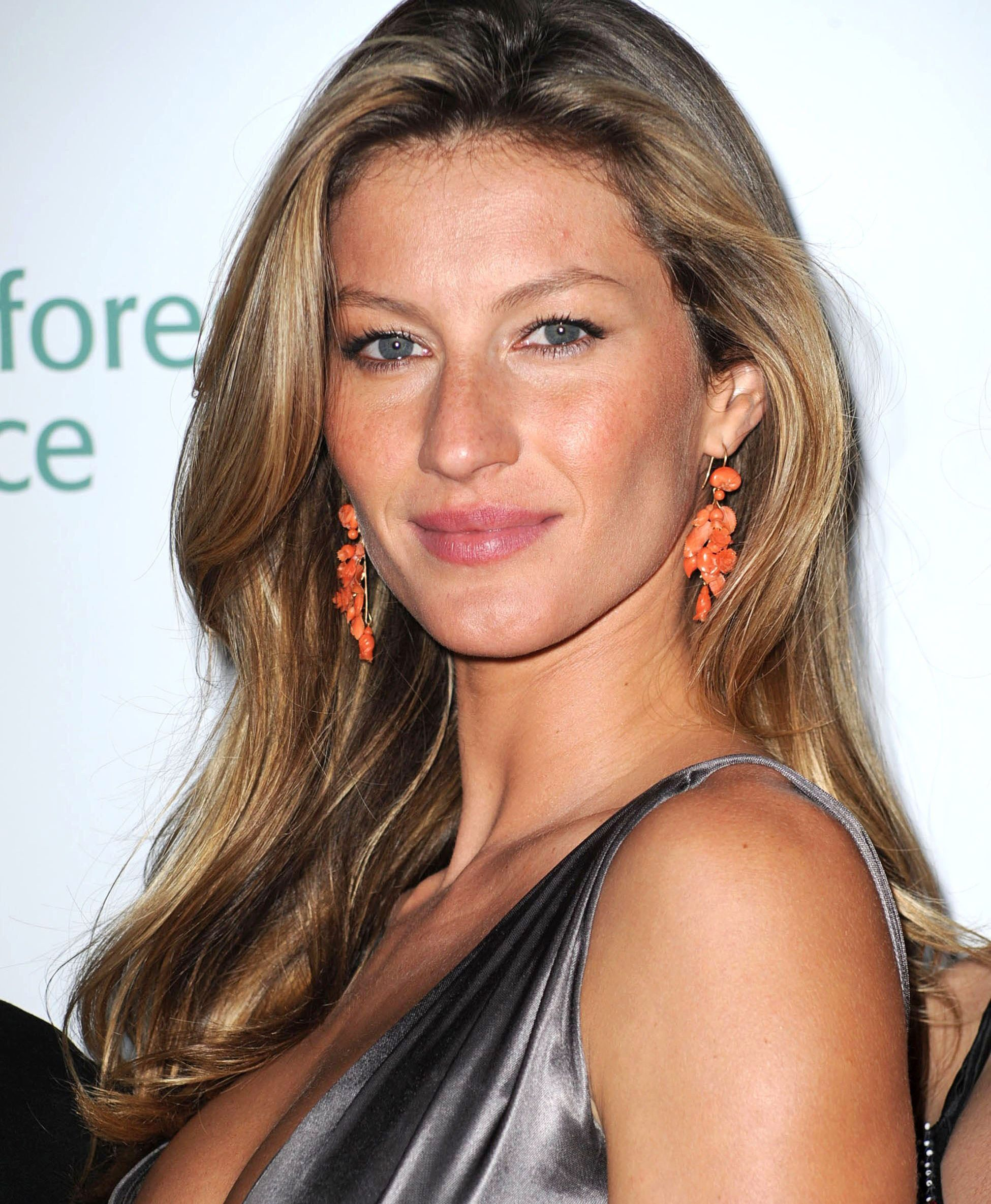 Gisele B 252 Ndchen Releases 2 000 Coffee Table Book To Celebrate 20 Year Career