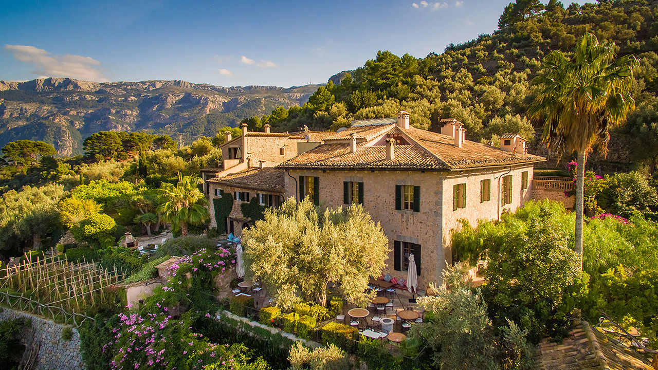 Sweeping Views and Charming Spaces: Mallorca's Enchanting Ca's Xorc