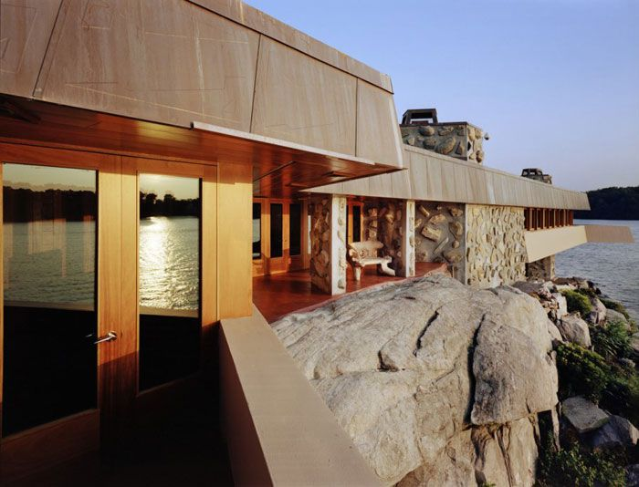 Controversial frank lloyd wright cottage on petra island - Frank lloyd wright designs ...