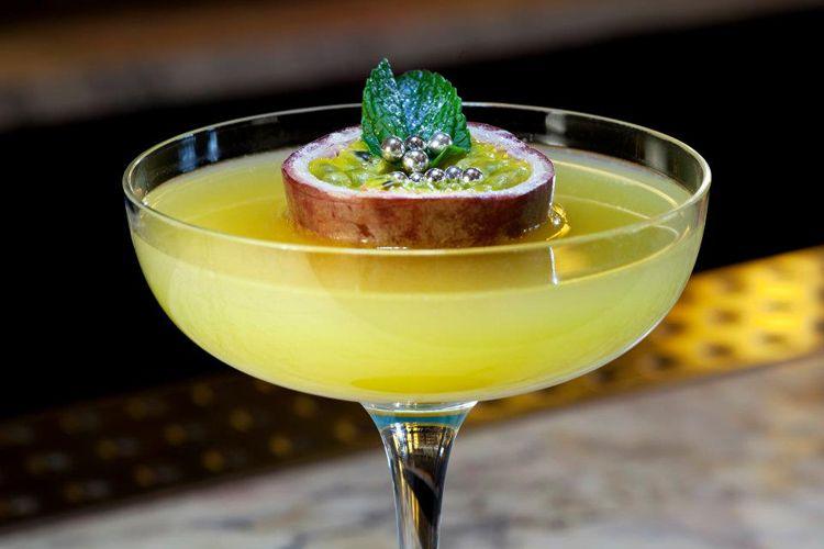 popular cocktails at bars