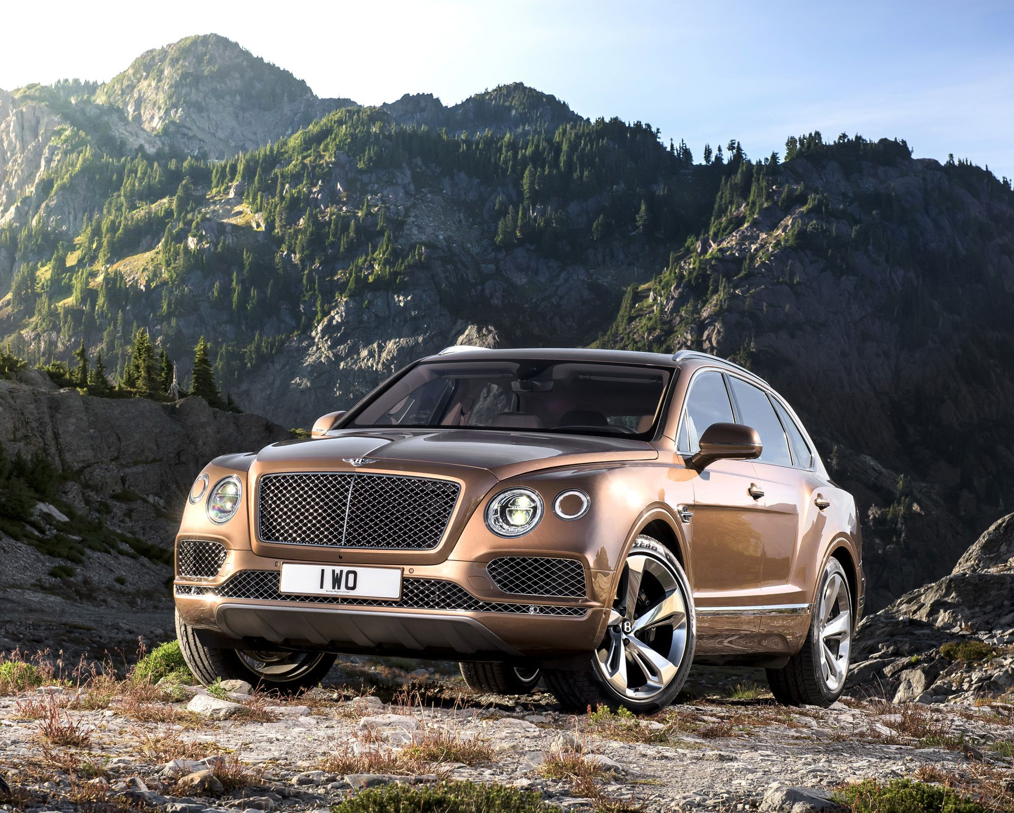 meet the fastest suv in the world the 300k bentley bentayga. Black Bedroom Furniture Sets. Home Design Ideas