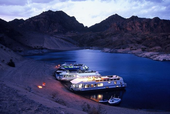 Scenic and Savory Houseboat Excursion