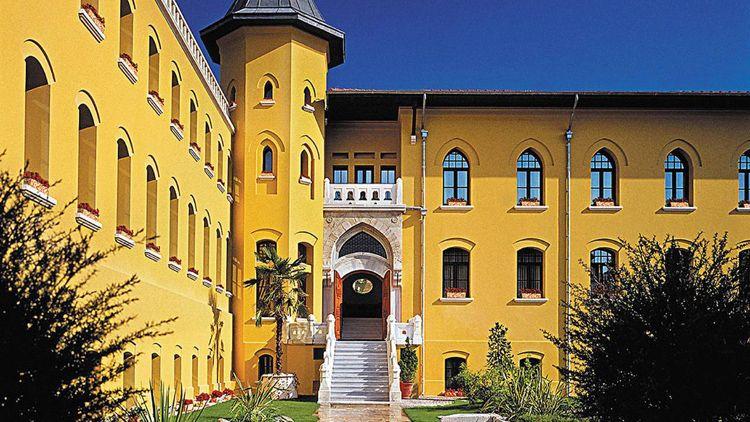 Four Seasons Istanbul courtyard