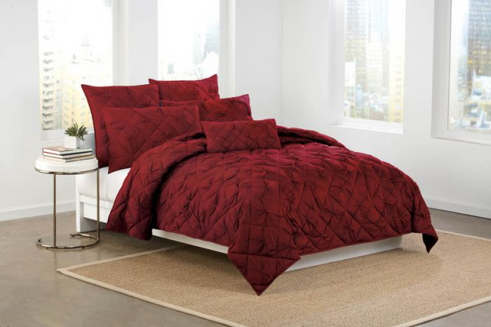 red bedding collection