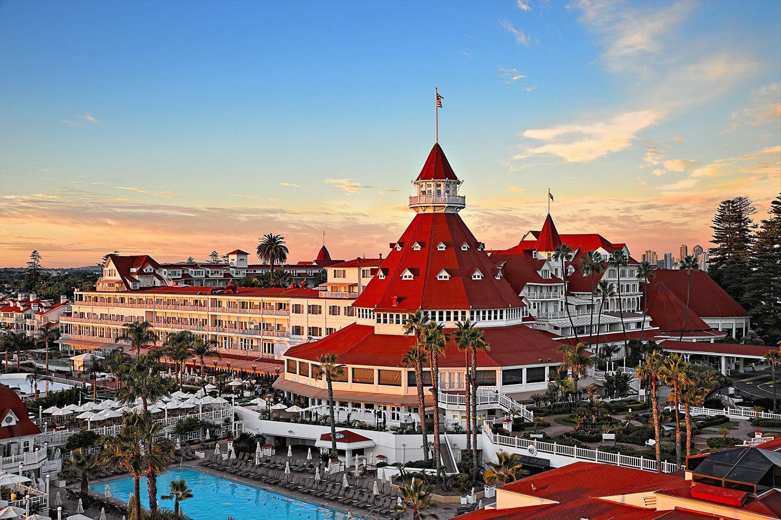 iconic hotel del coronado sold in multi billion dollar deal. Black Bedroom Furniture Sets. Home Design Ideas