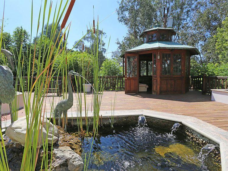 jason bateman buys Ernest Borgnine house