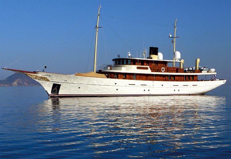 johnny depps yacht