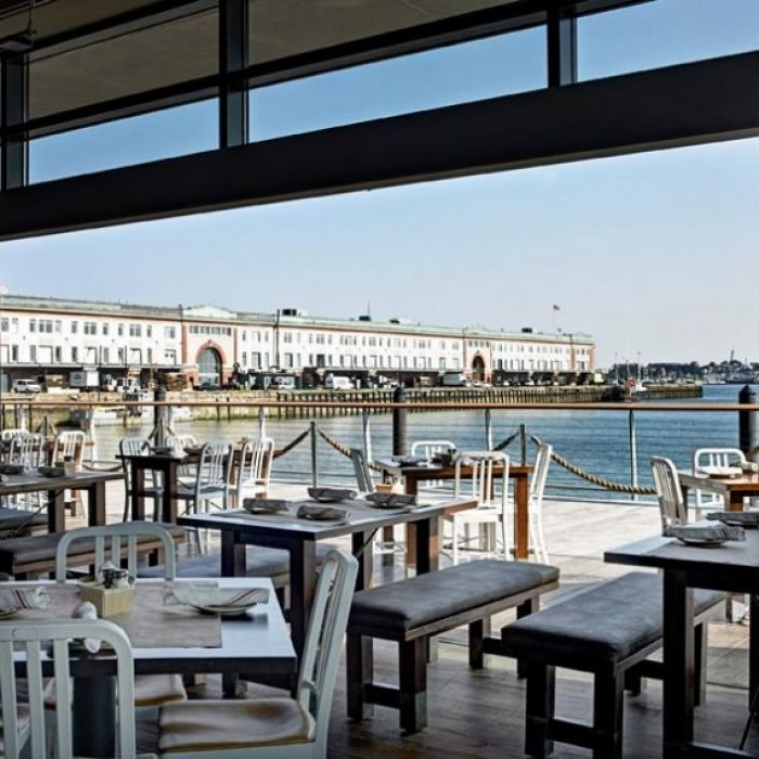 Legal harborside 39 s waterfront seafood restaurant for Fish restaurant boston