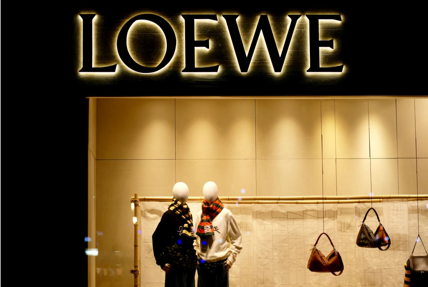 The Ballon Bag By Luxury Brand Loewe Is A Touch Of Beauty and Whimsy post thumbnail image