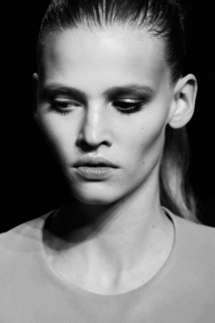 lara stone, model, runway