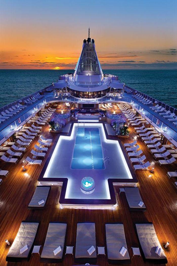 Oceania Pool Deck