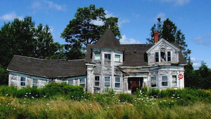 Ramshackle house on way to Acadia