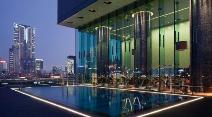 magnificant rooftop pool