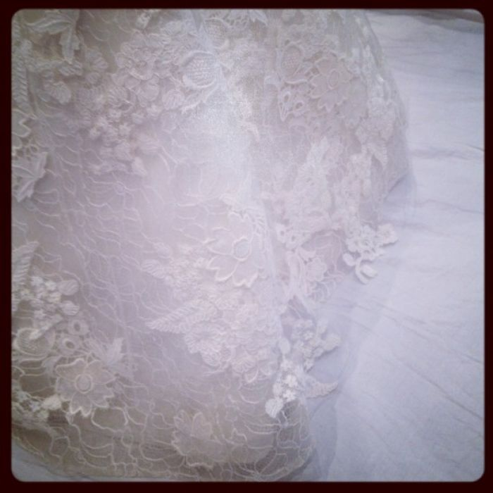 Made-to-measure lace dress