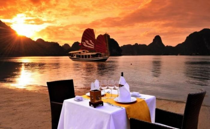 Private Boat Cruise in Halong Bay, Vietnam