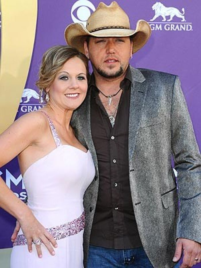 Aldean and wife