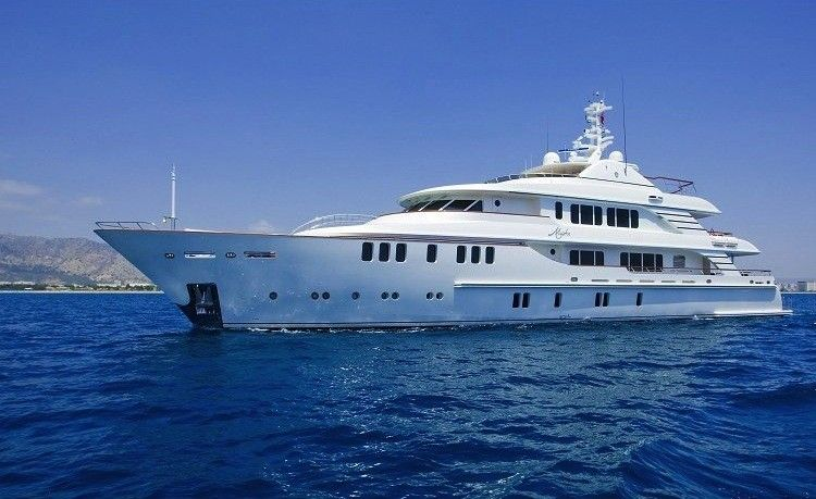 Award-Winning Superyacht�with Swarovski and Ralph Lauren Interi