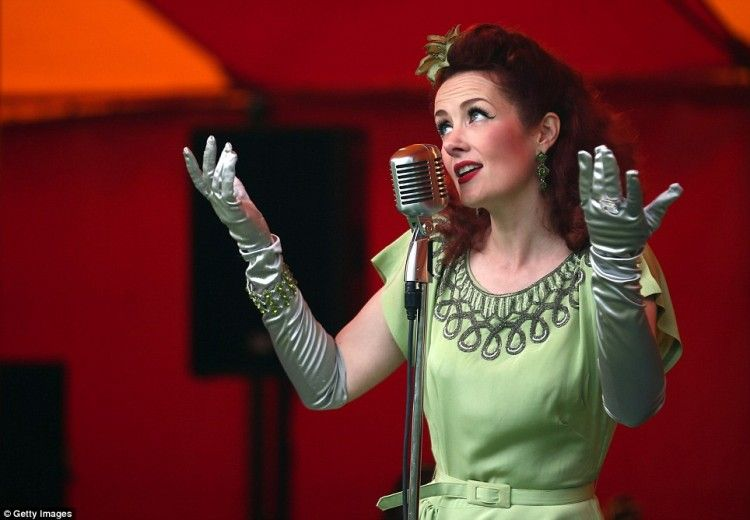 Lola Lamour's 1940's Style
