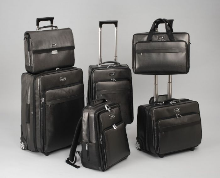 monCarbone luggage collection