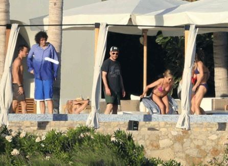 Aniston, Theroux and friends in Cabo San Lucas
