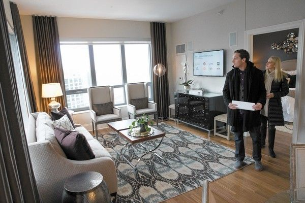 Renters browsing properties in Chicago
