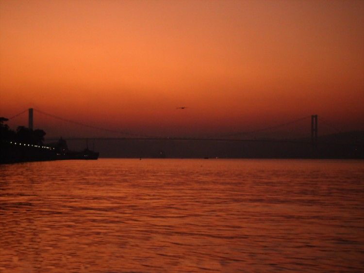 The Bosphorus at sunsetImage courtesy of: G.OZCAN / Flickr /