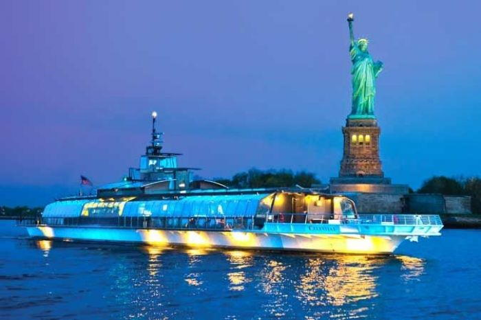 Bateaux offers passengers 360 degree views of Statue of Liberty