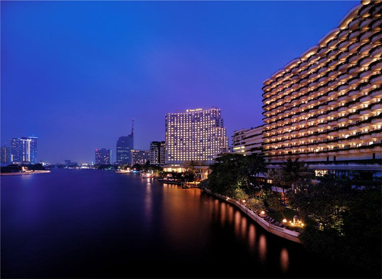 Shangri-La Bangkok at night