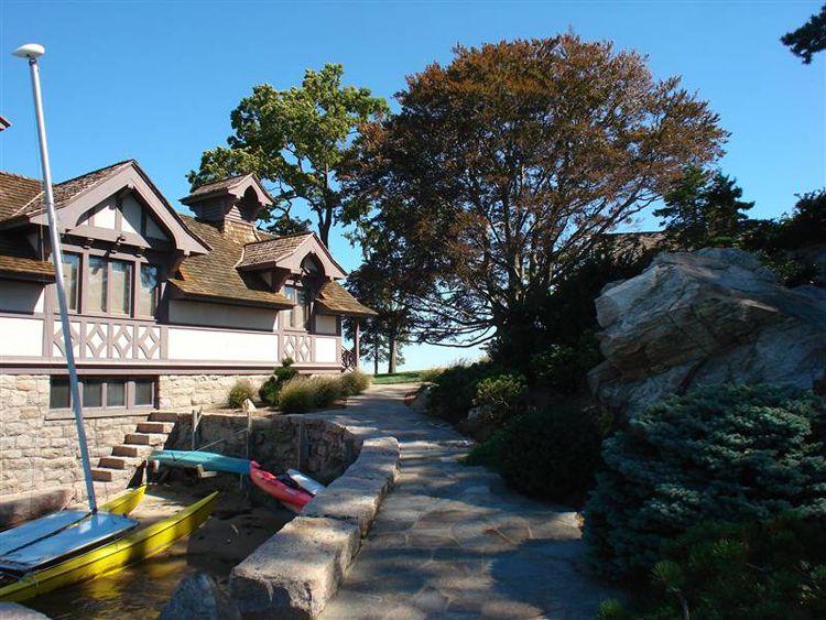 tavern island real estate