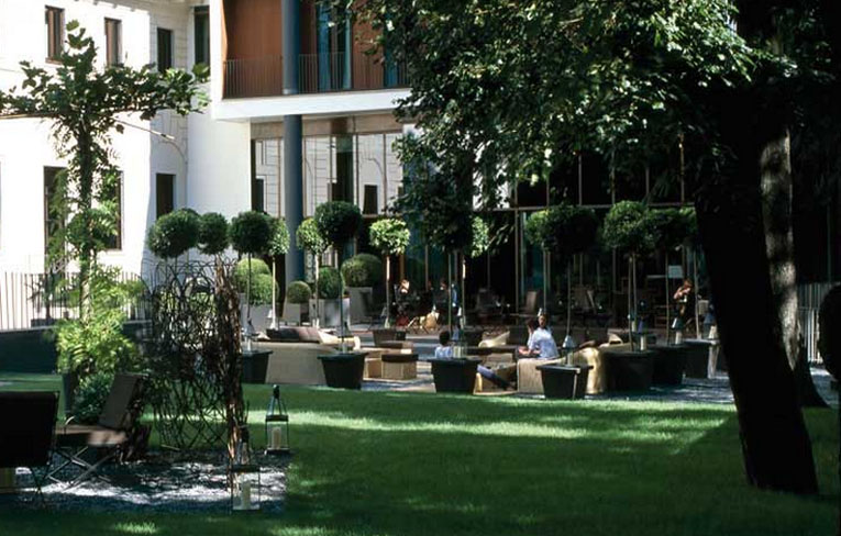 Bulgari milano in milan for Roof garden milano