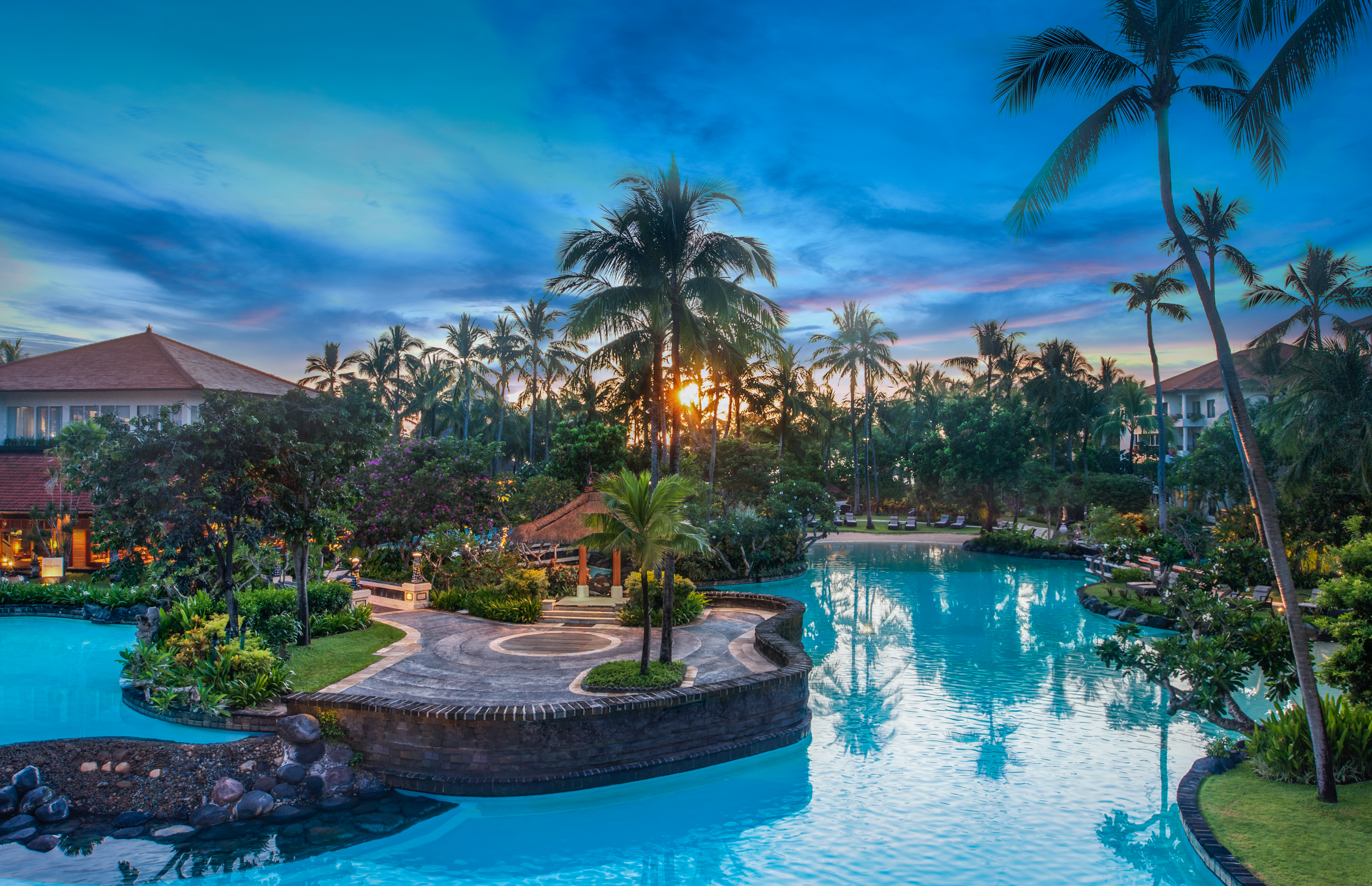 The laguna a luxury collection resort and spa in bali for Motel luxury