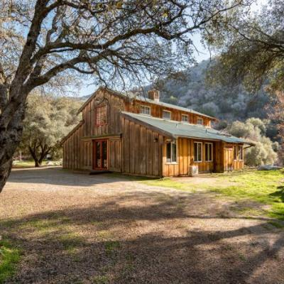 Glamping In A Spacious and Luxurious Barn in Three Rivers, CA