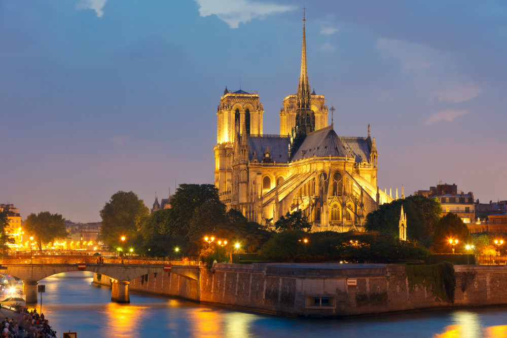 Notre Dame de Paris at night