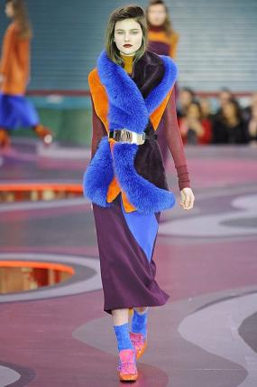Roksanda Plays With a Psychedelic '70s Color Palette for Fall/Winter 2015