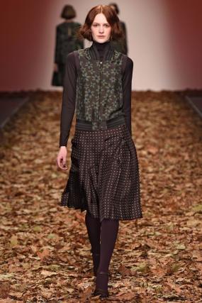 Jasper Conran Offers a Literal Interpretation of Fall With a Leaf-Swept Runway