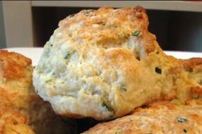 cheddar-chive biscuit