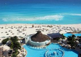 ME Brings an Aura Concierge, Celebrity Sparkle and a Youthful Classy Vibe to the Cancun Coastline