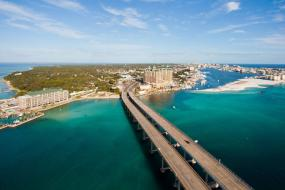 6 Reasons to Escape to the Sand, Sea & Serenity of the Emerald Coast