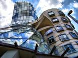 Miluni?� and Gehry's Dancing House