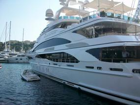 luxury yacht show