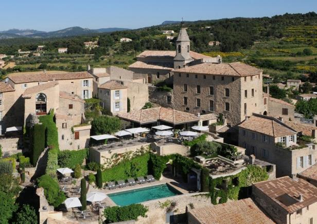 Aerial view of H�tel Crillon le Brave