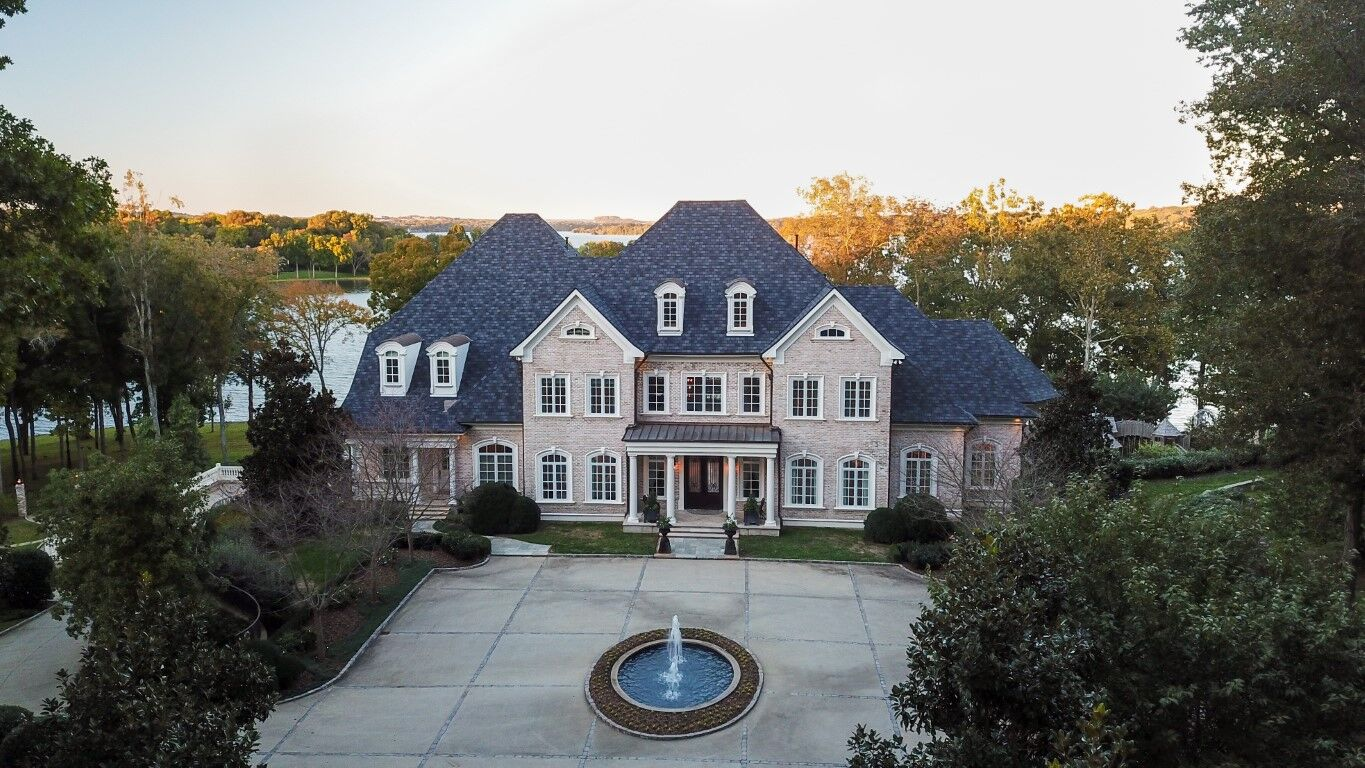 Kelly Clarkson's Tennessee Lake Mansion!